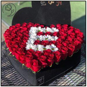 باکس قلبی گل رز حرف E